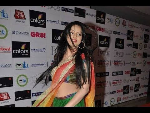Deepika Singh aka Sandhya GORGEOUS in saree at GR8 Women Awards 2013. thumbnail
