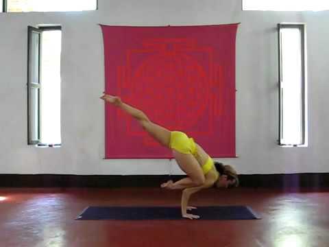 Ashtanga Yoga Demo in India with Kino at Purple Valley, Goa