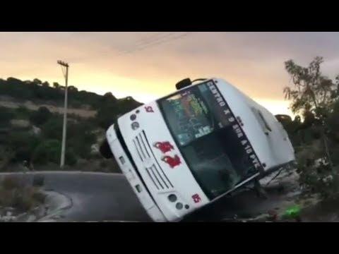 El Gallo Por La Mañana - Querían levantar el autobús, y lo tiraron para el otro lado
