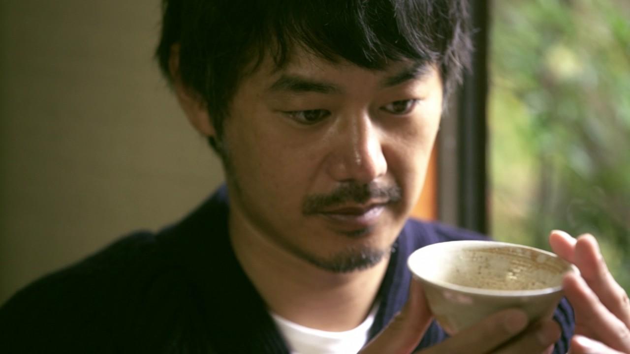 お茶をたしなむ平山浩行