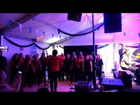 "Jocelyn B. Smith und der Chor ""Cross over"" Shine A Light"