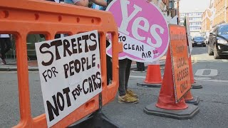 VIDEO: Protesters close off Dublin street in fight for cleaner air