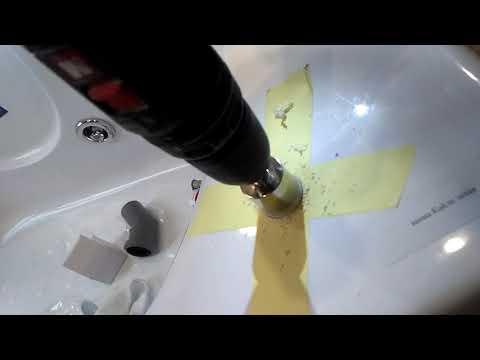 Сверление отверстий в акриловой ванне