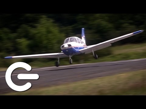 Piloting A Plane With No Flight Experience - The Gadget Show