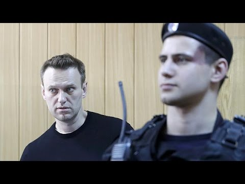 Russia frees Kremlin critic Alexei Navalny after 15-day jail term