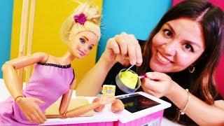 Çocuk oyunları. Barbie için şeftalili puding yapıyoruz