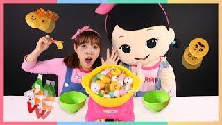 """凱利和小凱利的 """"吃貨旅行"""" 夾夾樂玩具遊戲   凱利和玩具朋友們   凱利TV"""