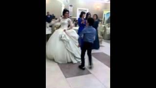 Невеста. Танцует. Лезгинку.
