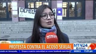 Mujeres estudiantes de la Universidad de Chile protestan por caso de acoso sexual