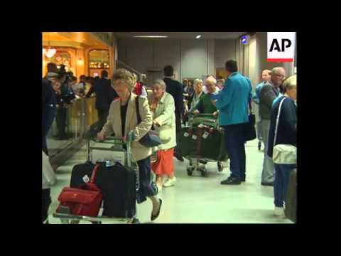 UK: HEATHROW: BRITONS CUT SHORT THEIR EGYPTIAN HOLIDAYS