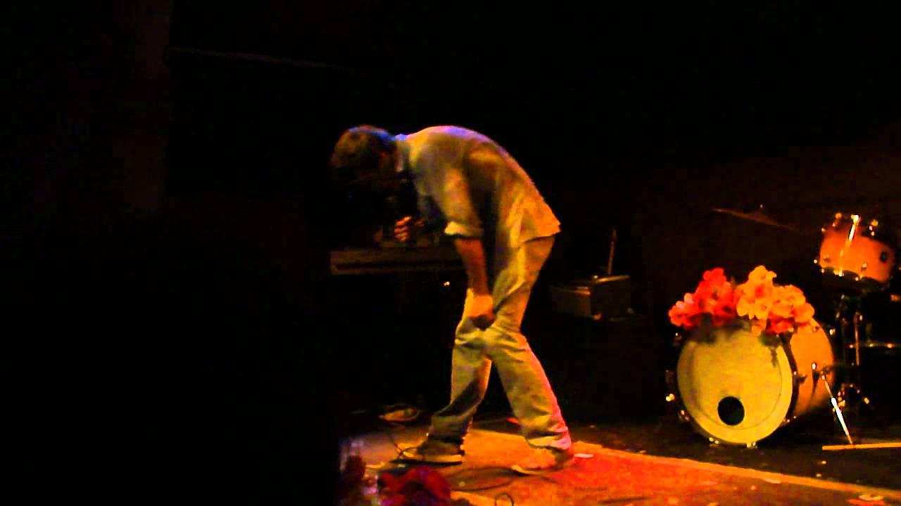 John Maus - Believer (live) - YouTube