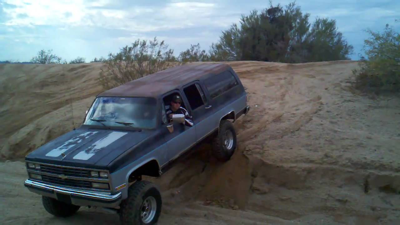1989 Chevy Suburban, some slight articulation - YouTube