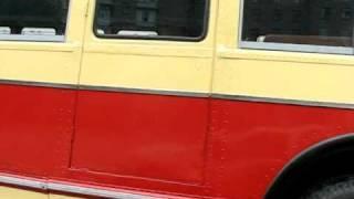 Автобус ЗИС-154 на дороге