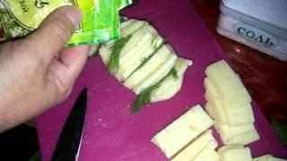 Как приготовить запеченный картофель с сыром в мультиварке