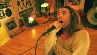 Смотреть клип Mod Sun - Never Quit Feat. Travis Barker