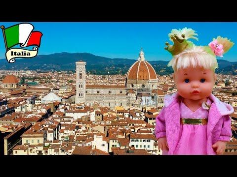 La Bebé Nenuco Princesa Cuca va de vacaciones a Italia | La Bebé Nenuco come papilla y hace pipí