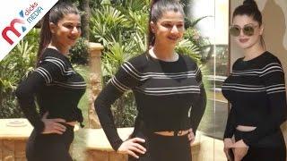 Bollywood Beauty Kainaat Arora Flaunts Her Big Assets Celeb Zone