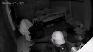 Ограбление квартиры зафиксировала IP-камера(Нашего читателя ограбили. Пока он отсутствовал дома, в квартиру пробрался вор и обворовал ее. Камера устано..., 2016-11-04T14:04:31.000Z)