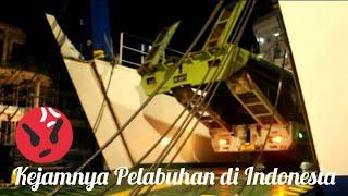 Berebut Masuk Kapal di Pelabuhan Bakauheni Lampung