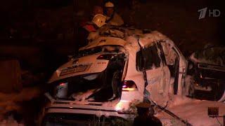 Появилось видео страшной аварии внедорожника с автобусом под Новороссийском.