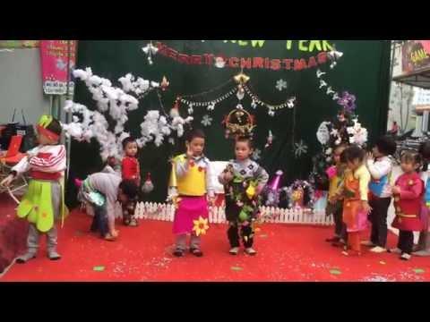 Các bạn lớp Hoạ My biểu diễn thời Trang nhân dịp lễ Giáng sinh 2014