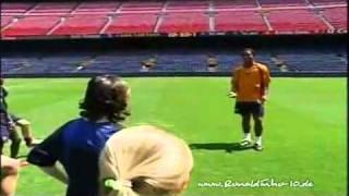 Ronaldinho teaches tricks