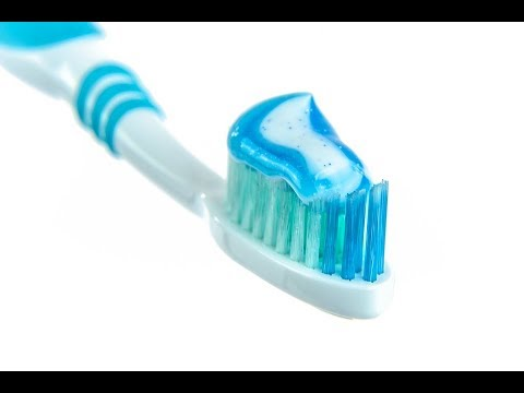 Fluor w pożywieniu i pastach do zębów. Czy stwarza prawdziwe zagrożenie?