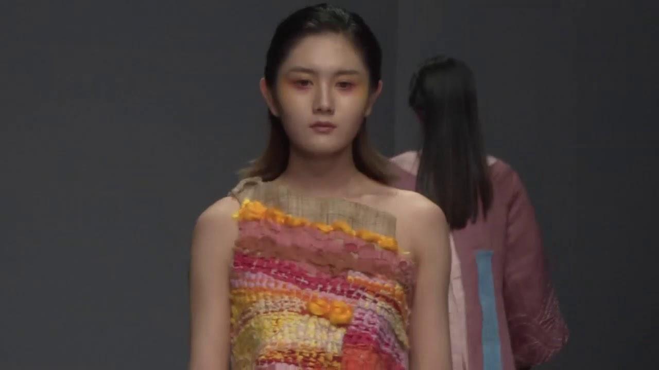 美女模特T台走秀,模特身材華麗服裝,T台上嫵媚的走姿,魅力十足!