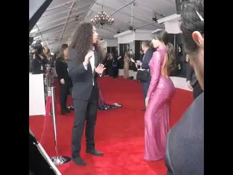el susto que le dan a Camila Cabello en los Grammys 🙊