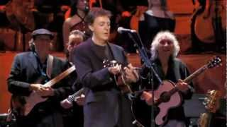 Paul McCartney (George Harrinson, The Beatles - Something (Live)