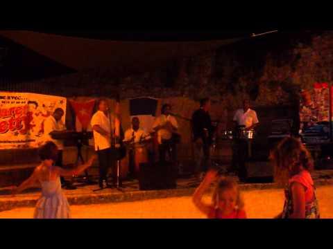 Son Trinitario en concert à Vogüe