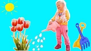 MELLY e GRADINAR Are grja de Floricele   Melissa PRETEND Play Gardener