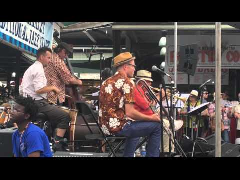 Charlie Halloran & the Quality 6 - Dreaming the Hours Away