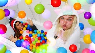 Видео приколы – Не поделили  бассейн с шариками! - Единорожка и Акула в Игры одевалки для девочек.