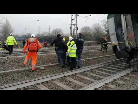 Video: treno deragliato a Segrate a Milano, le immagini dell'incidente e dei primi soccorsi