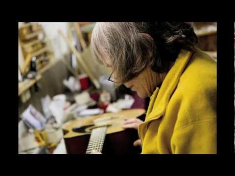 Interview with Slideshow: Linda London at London Luthier