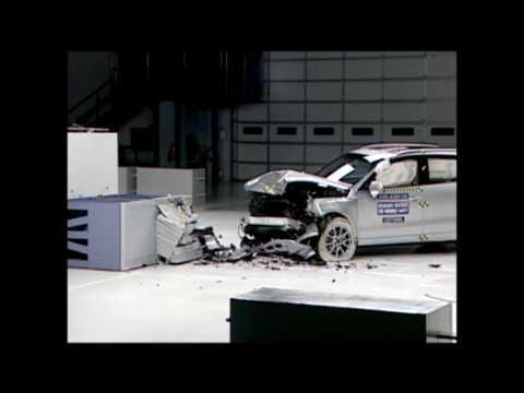 Audi A4 and Q5 models earn Insurance Institute crash test