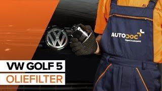 Hoe een motorolje og oljefilter op een VW GOLF 5 [HANDLEIDING]