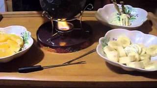 Фондю Видео Лариса Еремеева(Подробно на сайте http://damavodstvo.ru/ Как мы готовим фондю. Блюда готовятся на открытом огне в специальной жаропро..., 2012-01-19T01:38:54.000Z)