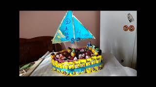 Кораблик из конфет на быструю руку .