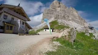 Una piacevolissima camminata dal passo falzarego fin sul monte averau ed omonimo rifugio, passando nuvolau rifugio. escursione nel compl...