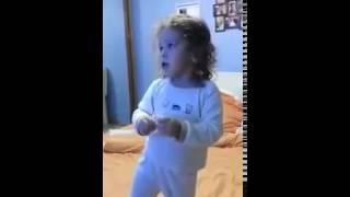 """Песня """"Уди Уди"""" в исполнении маленькой девочки. Смотреть всем! Позитифф обеспечен :)"""