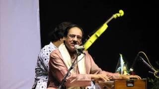 YouTube - Hungama hai kyun barpa Ghulam ali.flv