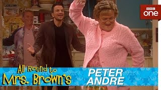 Peter Andre catches Mammy - All Round to Mrs Brown