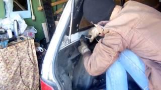 видео Открытие капота НИВА ВАЗ при обрыве тросика. Замена тросика капота НИВЫ