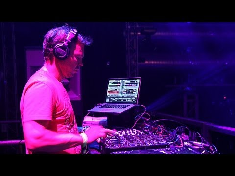 Pete Tong - Essential Selection (New Tunes of 2013) BBC Radio1 - 2014.01.03 - qrip (HQ)