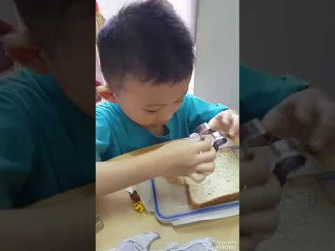 Make transport using bread eat with strawberry jam