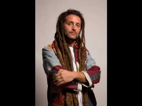 Alborosie - Keep on singing (Testo-lyrics on screen)
