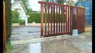 Nice Robuskit 400 - Ouverture portail coulissant bois par Habitat Automatisme.avi