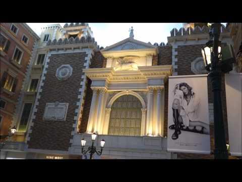 Macau - Holiday Inn Walking to Shoppes Venetian Macau